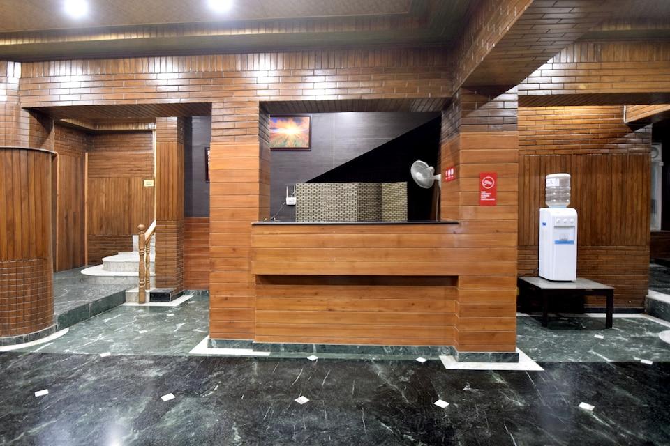 OYO 5174 Hotel Pamposh