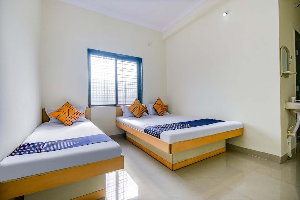 SPOT ON 63977 Hotel Sai Guru Palkhi