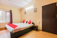 OYO 64057 Reflections Guest House Deluxe
