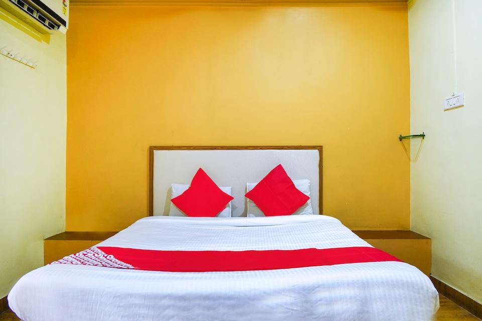 OYO 64091 Hotel Pathak Palace