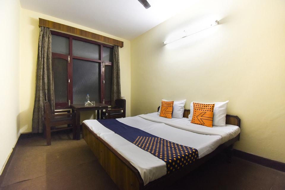 SPOT ON 64174 Tej Residency