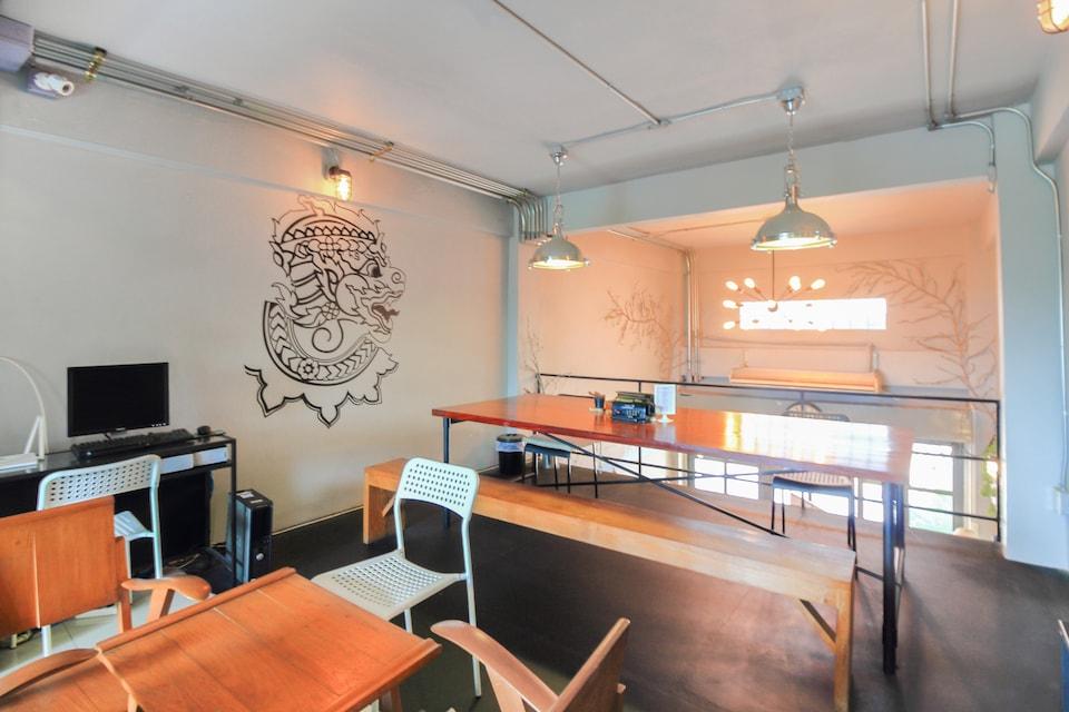 OYO 421 Guyasuka Hostel & Cafe