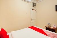 OYO 2045 Hotel 211