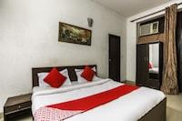 OYO 64318 Hotel Divine 1