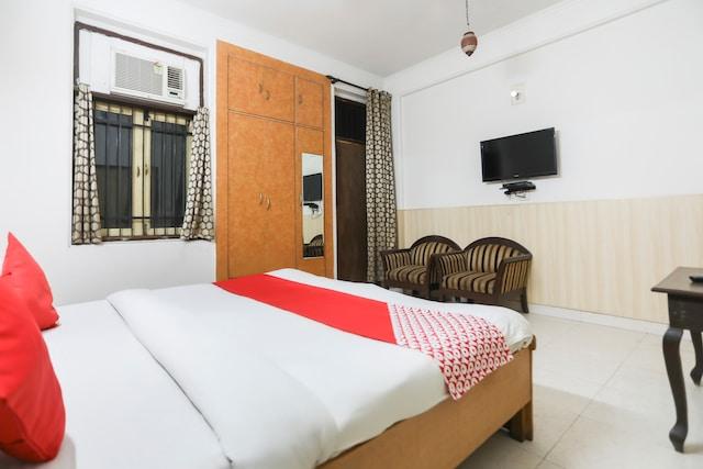OYO 64332 Hotel Divine 2