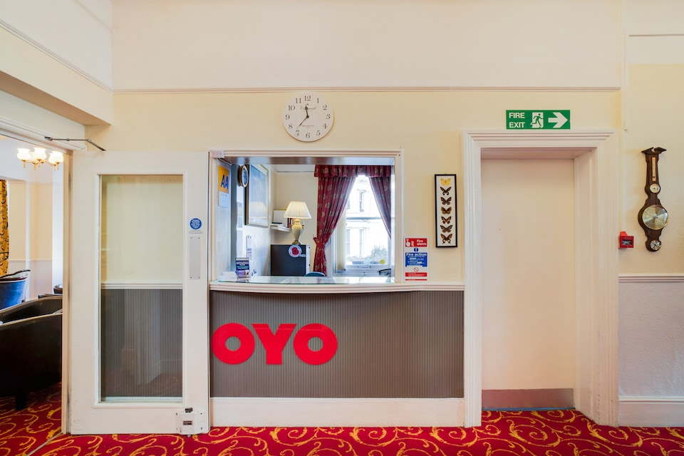 OYO The Palm Court Hotel
