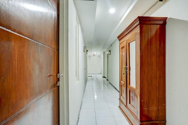 OYO Life 2083 Tambakbening Residence