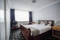 OYO Knowesgate Hotel