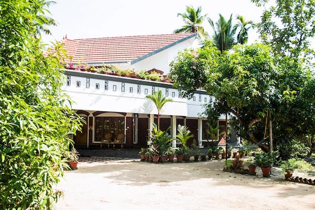 OYO Homes 042 Thumpoly Beach