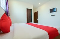 OYO 64438 Blue Inn
