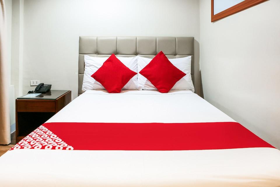 OYO 484 Gonzala Suites