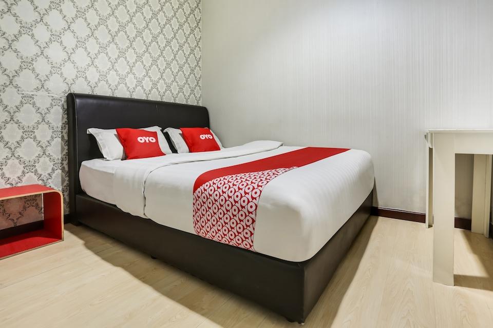 OYO 89583 Grove Hotel