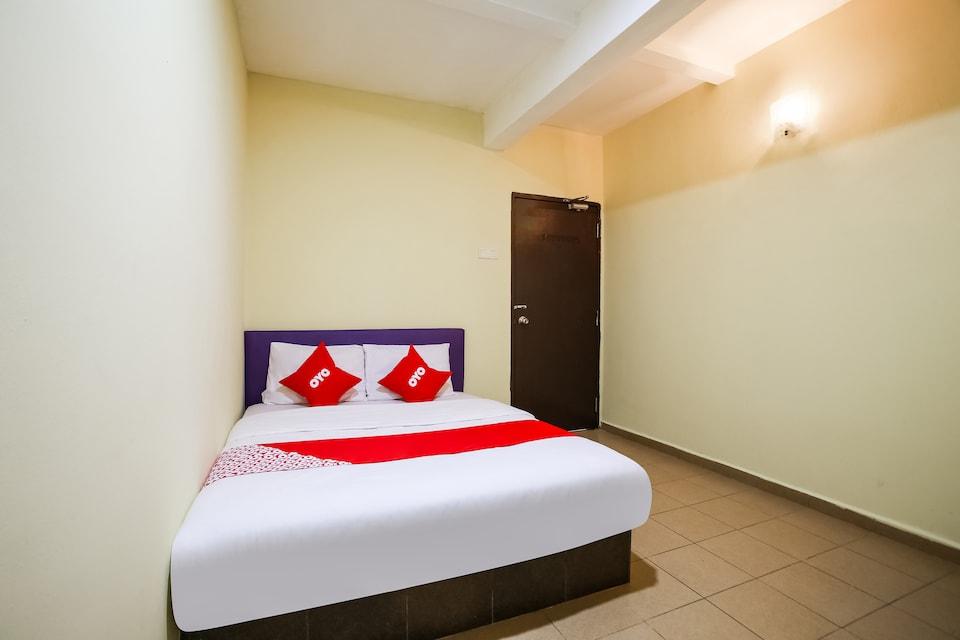 OYO 89585 Hotel Happy Inn