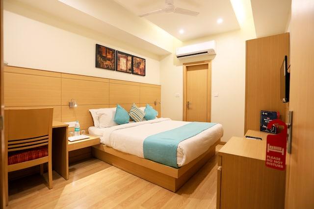 OYO Premium 534 Dwarka Near Ramphal Chowk
