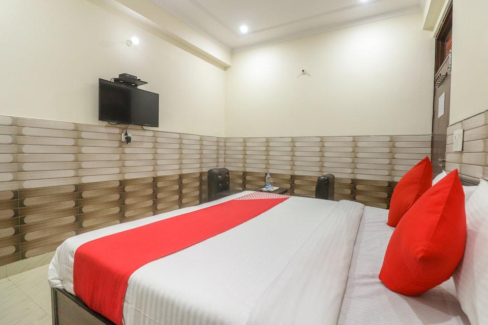 OYO 64662 Janpath Residency