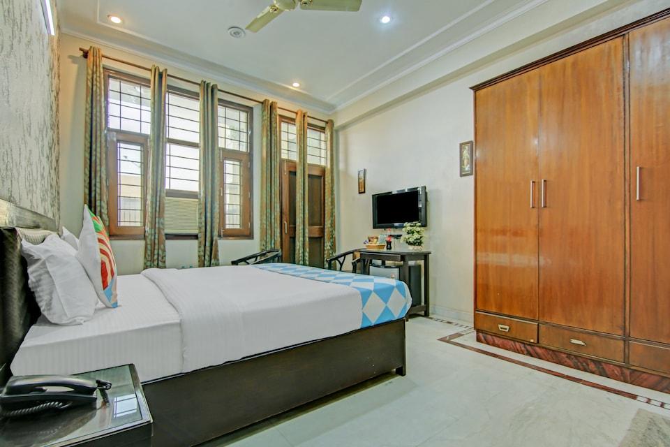 OYO Home 64961 Decent Spacious Sector 27, HUDA CENTRE 1, Gurgaon