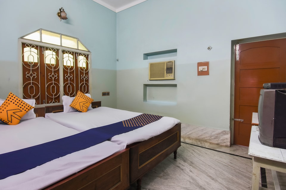 SPOT ON 65035 Maa Laxmi Lodge