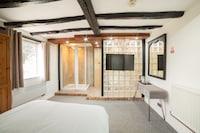 OYO Tudor Oaks Lodge