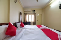 OYO 65225 Th Guest House  Deluxe