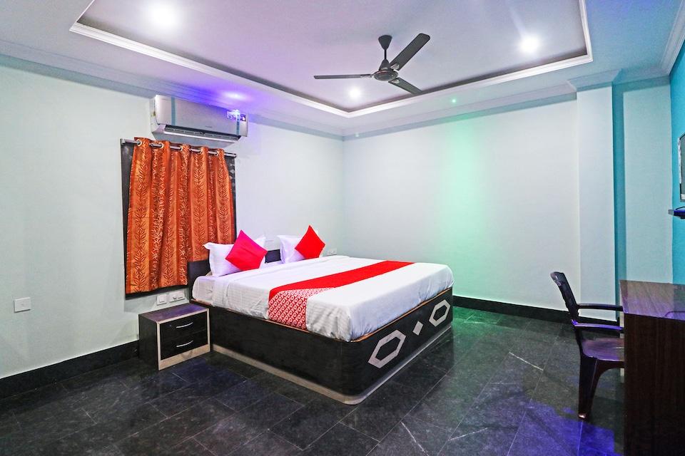 OYO 65232 Hotel Golden Steel