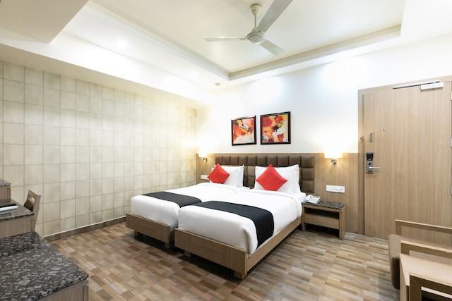 Capital O 65261 Hotel Nanda Deluxe