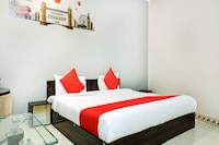 OYO 65302 Hotel Raj