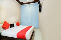 OYO 65302 Hotel Raj Deluxe