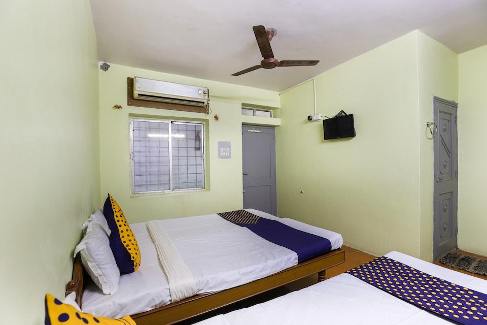 SPOT ON 65366 Hotel Gurukrupa
