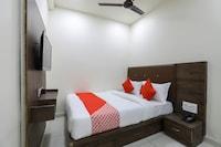 OYO 65383 Hotel Season