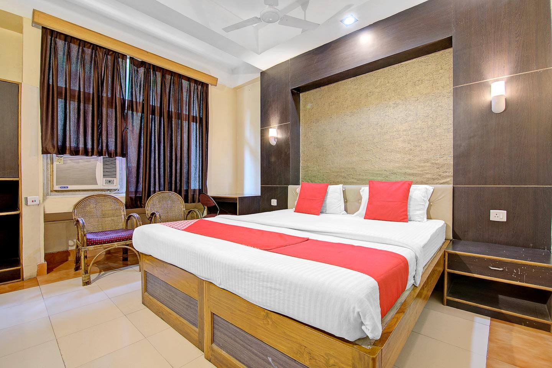 OYO 5332 Hotel Parnil Palace 1 -1