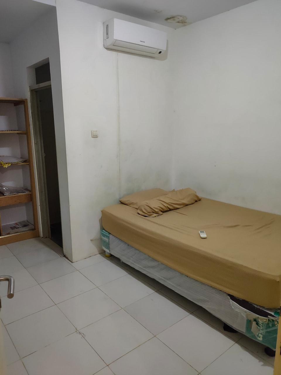 J&b Room Utan Kayu