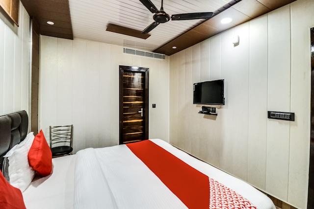 OYO 65601 JPS Galaxy Hotel