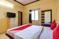 OYO 65649 Hotel Swaraj Bar And Resto & Lodging