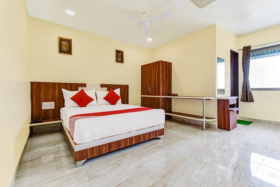 OYO 65687 Manik Hotel