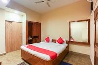 OYO 65806 Hotel Famy Palace