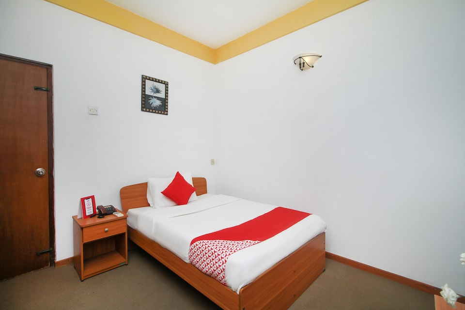 OYO 477 Capri Airport Transit Hotel