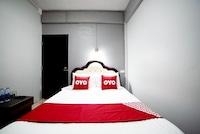 Vaccinated Staff - OYO 465 Krung Kao Traveller Lodge