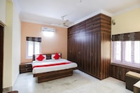 OYO 65902 New Divine Guest House Deluxe