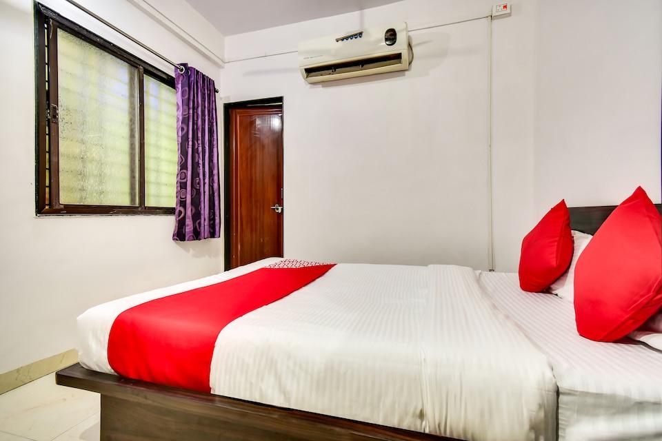 OYO 66018 Hotel Vijayraj Lodging And Boarding