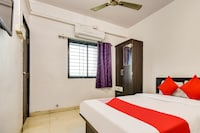 OYO 66018 Hotel Vijayraj Lodging And Boarding