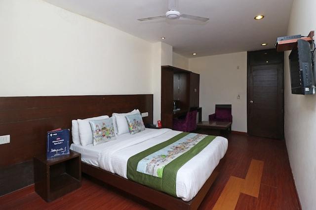 OYO 5392 Hotel Raj
