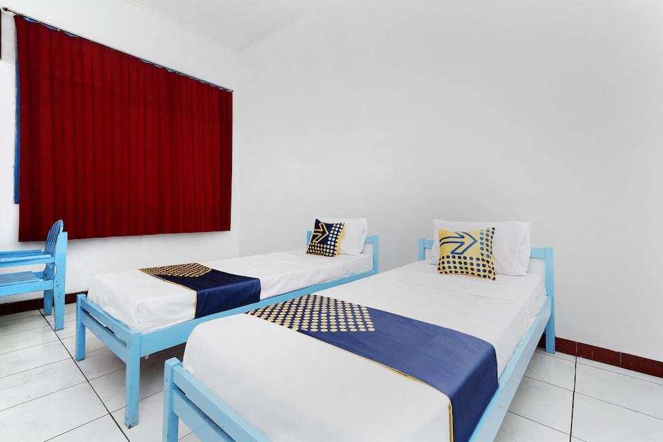 SPOT ON 2289 Hotel Saudara, Tegal Slawi, Tegal