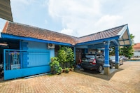 OYO 2302 Blue House Costel