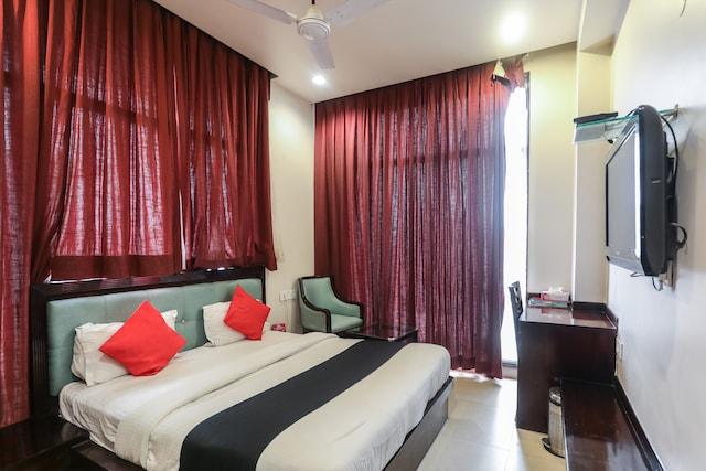 Capital O 66219 Hotel Niharika Palace  Deluxe