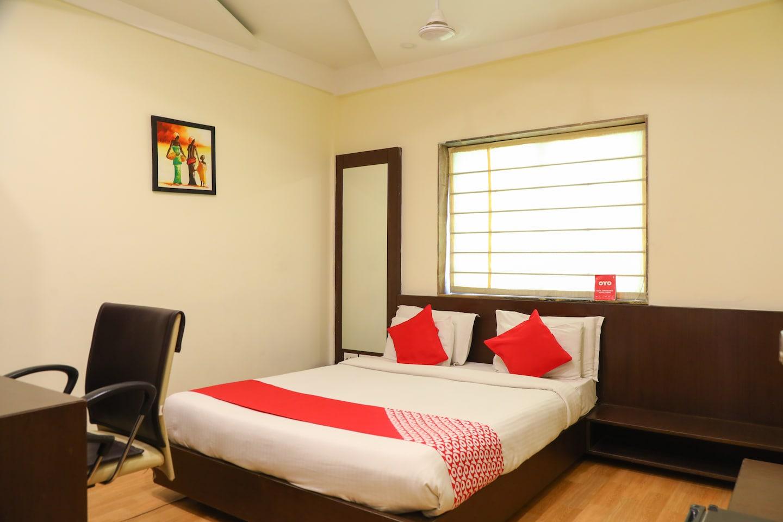 OYO 5408 Loharkar's Family Hotel -1
