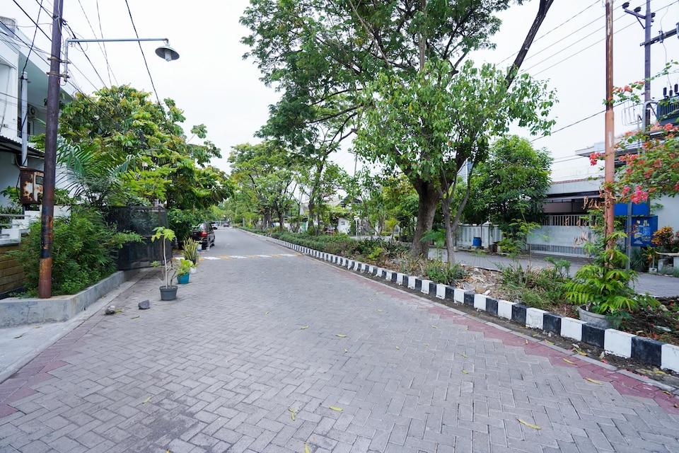 OYO Life 2309 Kost Si Mbok Vivi, Tenggilis Mejoyo, Surabaya