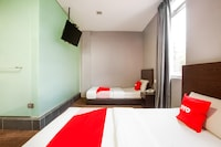 OYO 89652 P Line Hotel