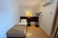 OYO Capital O 89658 Bustani Hotel