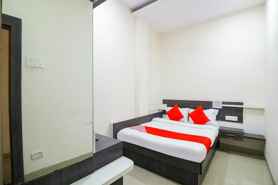 OYO 66342 Hotel Unique Inn, Dhule, Dhule