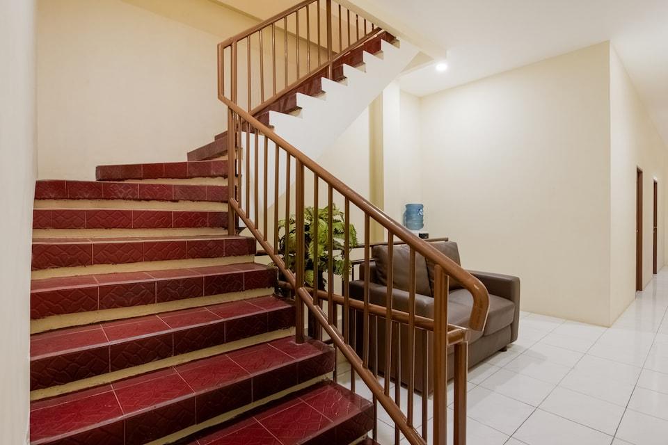 OYO 2354 3 Point Residence, Sawahan, Surabaya